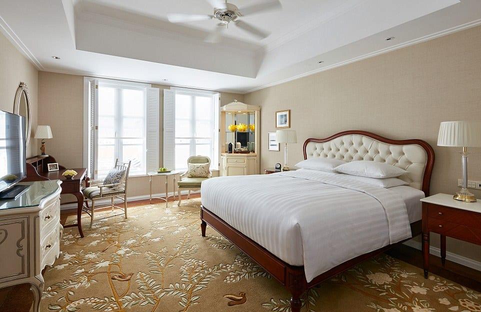 vietnam- hotel room