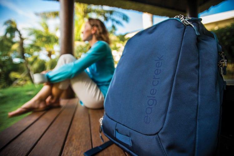 minimalist-travel-10-ways-pack-10-pounds-lighter-1439398394