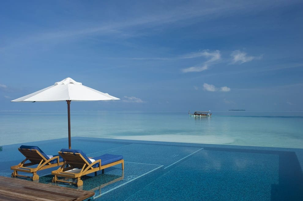 maldives- pool