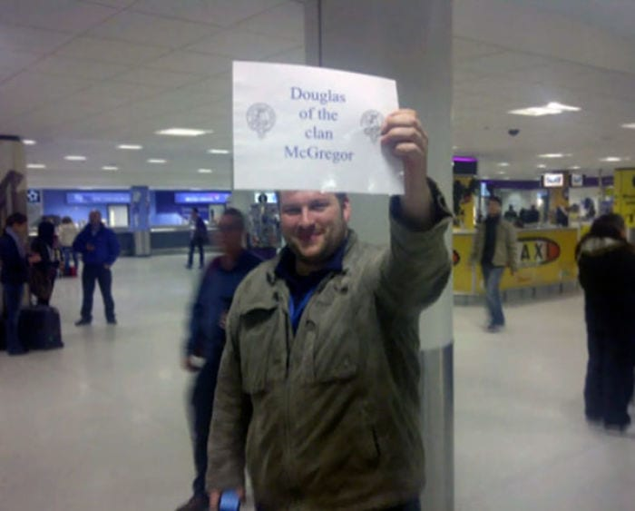 59d51ce8bd577-funny-airport-greeting-signs-65-59ccb82ab4d69__700