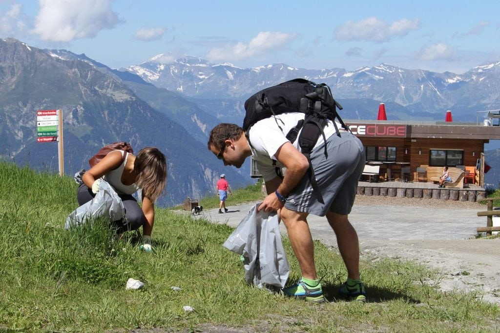people picking litter from the environment