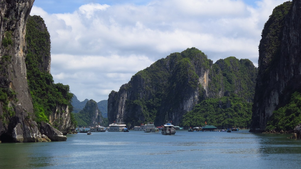 Bai Tu Long Bay, one of seven Vietnamese amphibian national parks that have both terrestrial and aquatic zones.